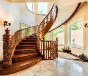 Mẫu cầu thang gỗ tôn vinh vẻ đẹp sang trọng cho ngôi nhà bạn
