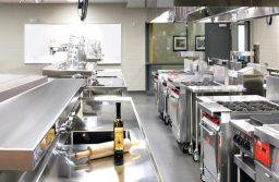 Các thiết bị bếp nhà hàng giúp cho các đầu bếp làm ra các món ăn ngon.