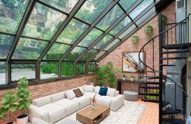 Sunroom cũng như những phòng bình thường, nơi bạn thỏa sức sáng tạo với những món đồ nội thất tạo cảm giác thoải mái phong cách vintage, hiện đại, cổ điển,...