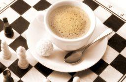 Thiết kế quán café theo nét đặc trưng của môn cờ tướng, món thức uống đa dạng và thái độ phục vụ nhã nhặn là cách bạn gây ấn tượng với khách hàng.