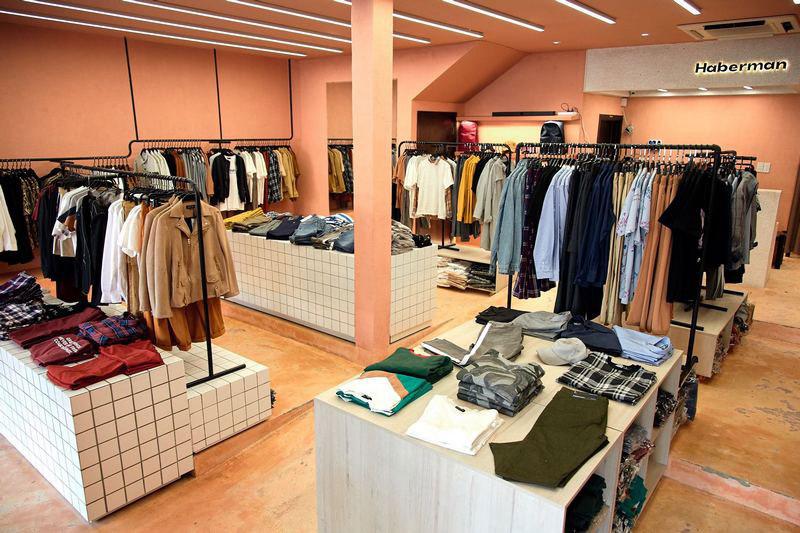 Thiết kế showroom cửa hàng