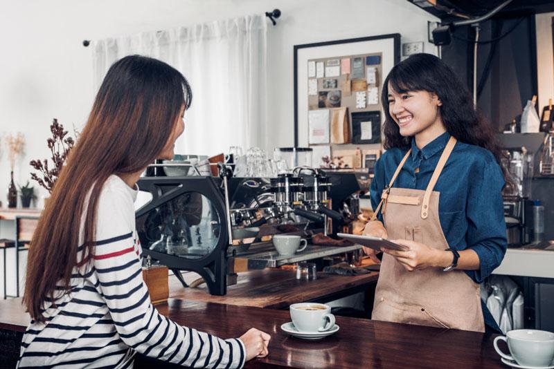 cách thu hút khách hàng quán cafe phong cách phục vụ