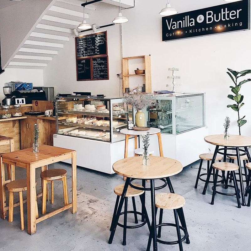 """quán cafe bánh ngọt phong cách thiết kếBên cạnh menu hấp dẫn thì thiết kế nội thất quán cafe bánh ngọt đẹp, có nhiều góc """"chill"""" cũng là một yếu tố quan trọng bạn cần lưu ý."""