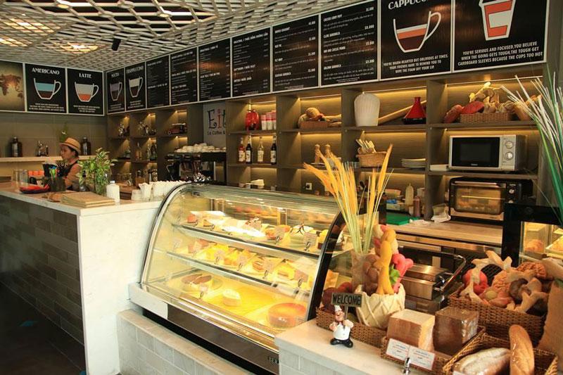 quán cafe bánh ngọt trang trí quầy