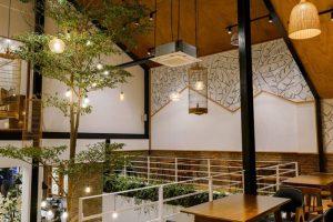 Việc xuất hiện quán café tầng lửng là một trong những nét đặc biệt để gây chú ý với khách hàng.