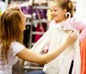 Mách bạn kinh nghiệm decor shop quần áo trẻ em đẹp