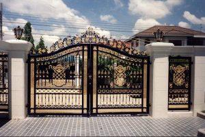 Cổng nhà không chỉ thể hiện nét đẹp thẩm mỹ mà còn mang đến tài lộc, may mắn cho gia chủ. Yếu tố phong thủy cổng nhà được áp dụng dựa theo cung mệnh Ngũ hành của gia chủ.