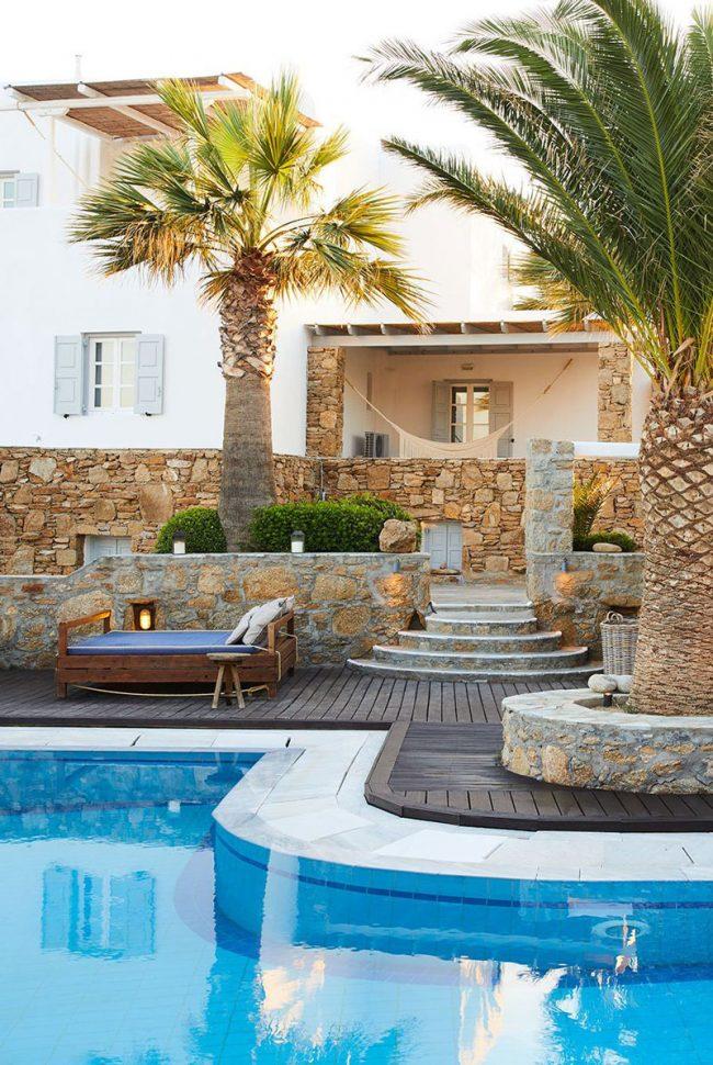 Thiết kế bể bơi gia đình hiện rất đa dạng về hình dạng, kích thước, phong cách trang trí.